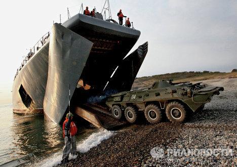 Учение по высадке воздушного и морского десантов в Приморье