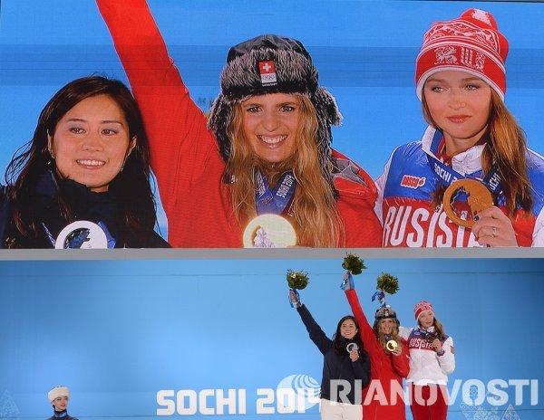 Томока Такэути (Япония) - серебряная медаль, Патриция Куммер (Швейцария) - золотая медаль, Алена Заварзина (Россия)