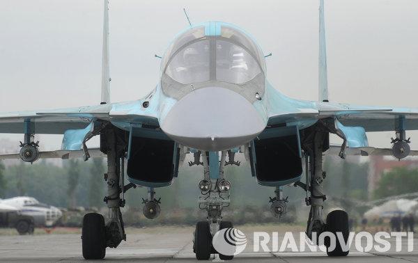 Истребитель-бомбардировщик Су-34 во время учений по проверке боеготовности войск Воздушно-космической обороны