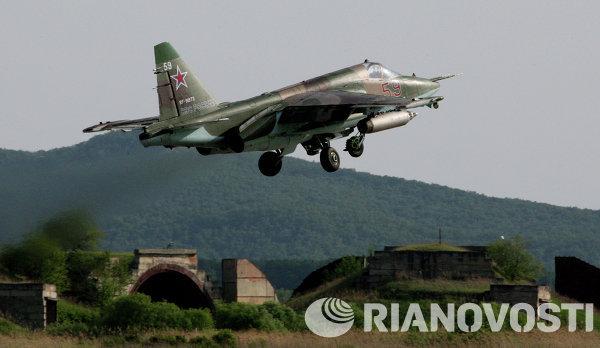 Штурмовик Су-25 СМ во время учебно-тренировочных полетов на авиабазе Черниговка в Приморском крае