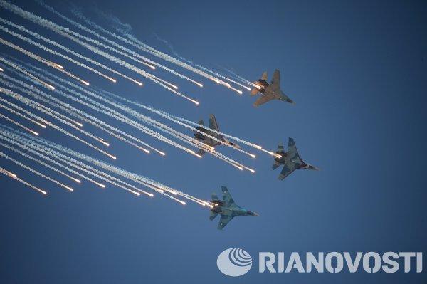 Истребители СУ-27 во время выступления в день Военно-воздушных сил в Липецке