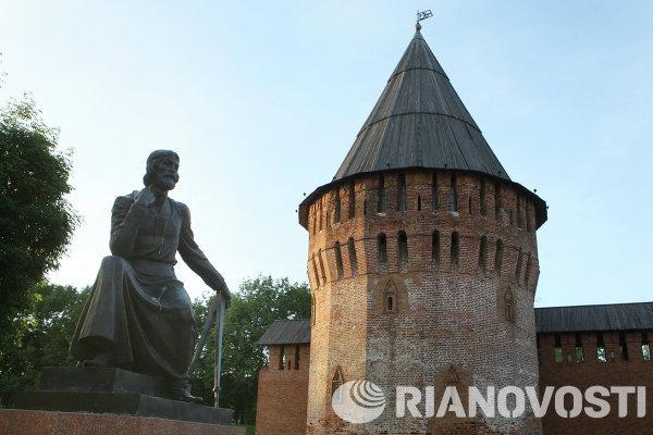 Monument to Fyodor Kon in Smolensk