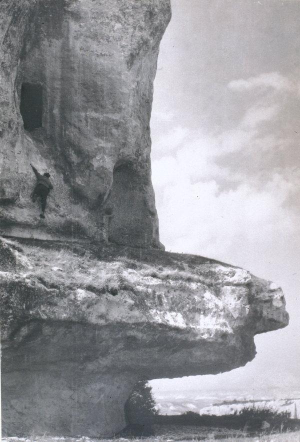 Юрий Еремин Барабанная пещера. Мангуп-Кале Начало 1920-х Серебряно-желатиновый отпечаток