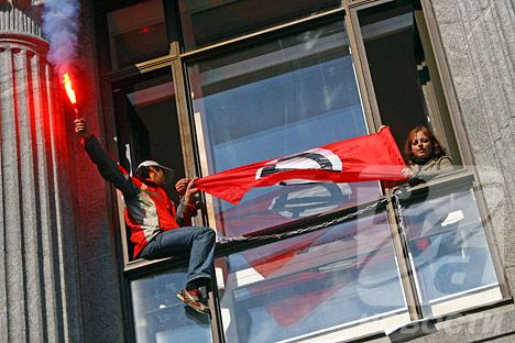 Bolshevik activists burst into Finance Ministry