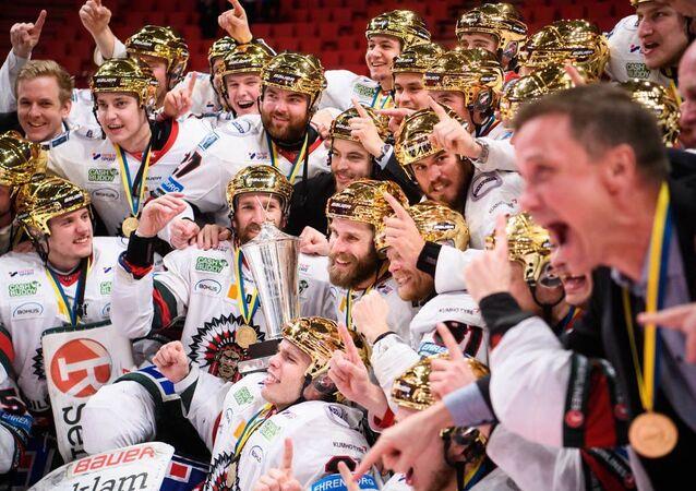 Frölunda Indians celebrating their victory