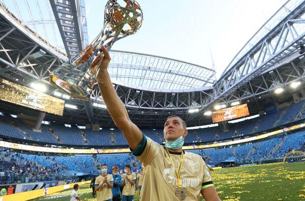 Artyom Dziuba, a Zenit football club player, during the Russian Champions Cup award presentation following the match between FC Zenit (St. Petersburg) and FC Sochi (Sochi). - Sputnik International