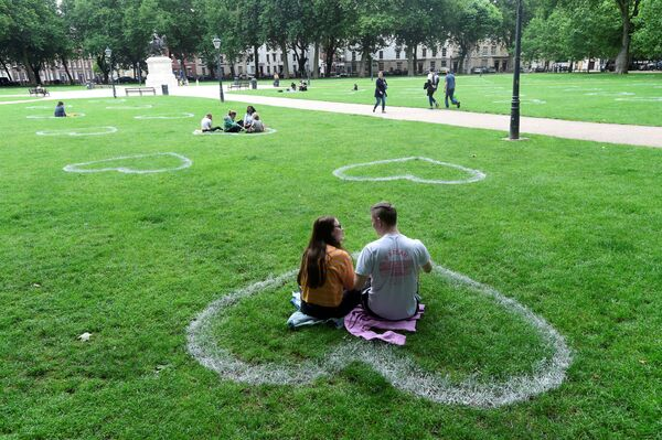 Hearts painted by a team of artists from Upfest are seen in the grass in Queen Square, following the coronavirus (COVID-19) outbreak, in Bristol, Britain 8 July 2020.  - Sputnik International