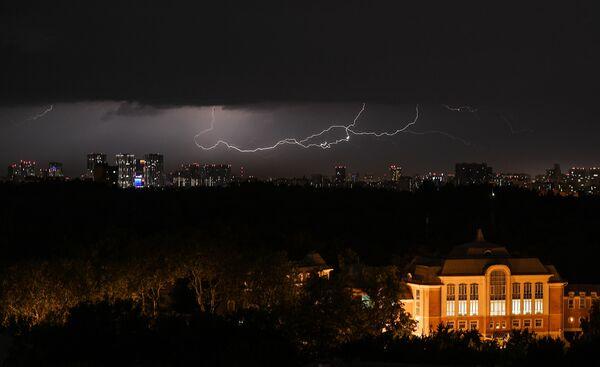 Views of a powerful thunderstorm in Moscow. - Sputnik International