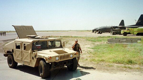 US Army soldier walks past a Humvee at the Karshi-Khanabad air base in Uzbekistan, 28 May 2002 - Sputnik International