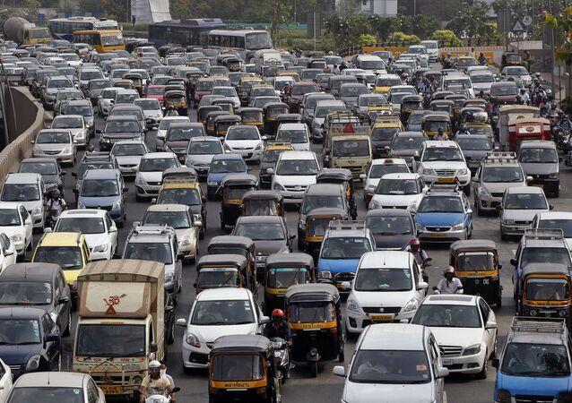 Traffic clogs a road in Mumbai, India (File)