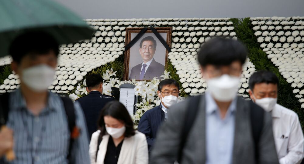 People react as they walk past a memorial altar for late Seoul Mayor Park Won-soon at Seoul City Hall Plaza in Seoul, South Korea July 13, 2020.
