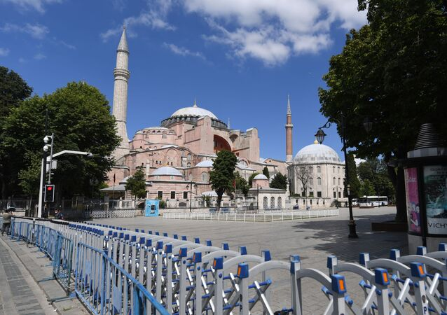 A picture taken on July 11, 2020 shows police fences set up around Hagia Sophia in Istanbul, a day after a top Turkish court revoked the sixth-century Hagia Sophia's status as a museum, clearing the way for it to be turned back into a mosque. - President Recep Tayyip Erdogan on July 11 rejected worldwide condemnation over Turkey's decision to convert the Byzantine-era monument Hagia Sophia back into a mosque, saying it represented his country's will to use its sovereign rights.