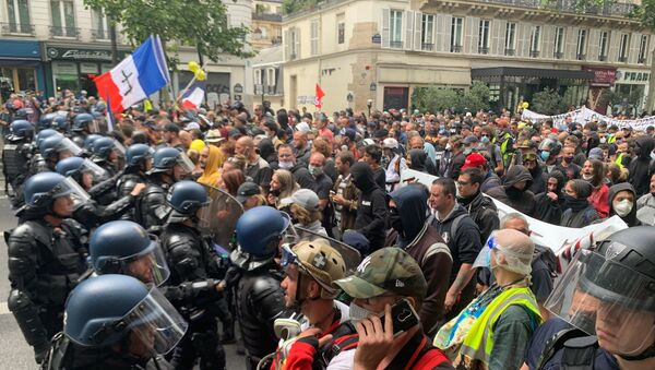Anti-government protest in Paris on 14 July 2020 - Sputnik International