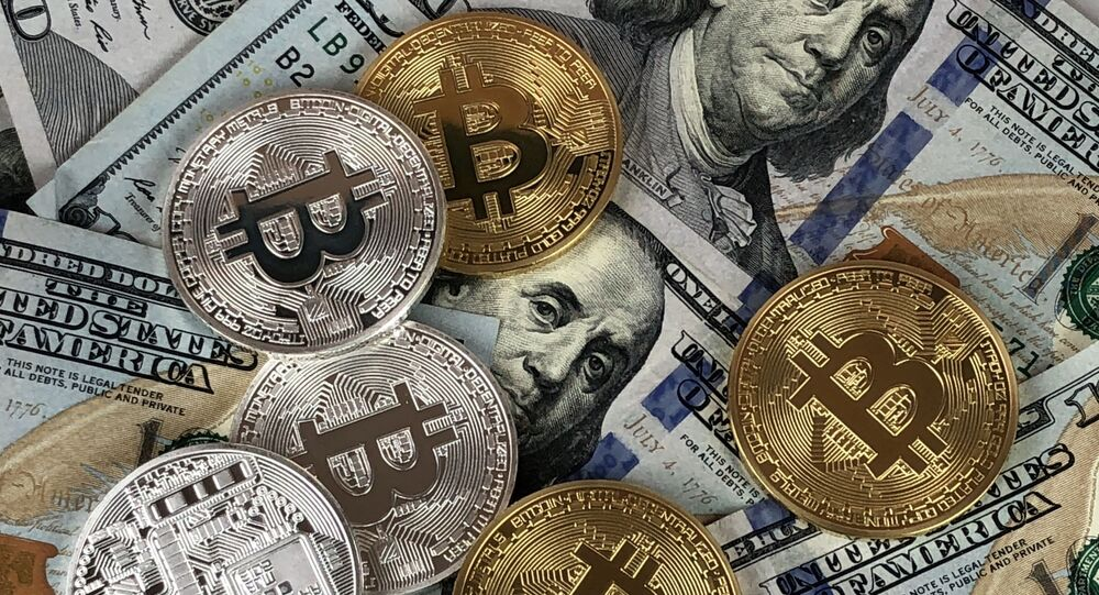US $100 notes, physical Bitcoin, cryptocurrency