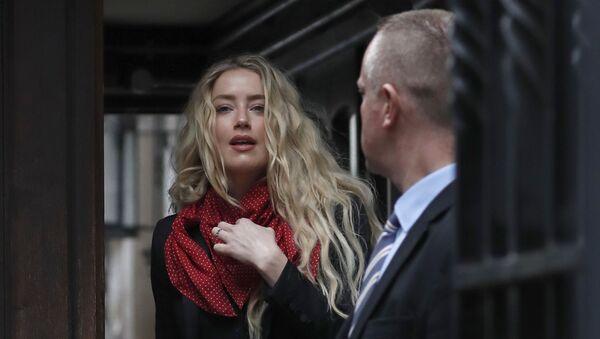 Actress Amber Heard, center, arrives at the High Court in London, Thursday, July 16, 2020 - Sputnik International