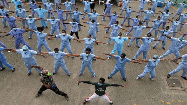 Nurses participate in a Zumba aerobic fitness program as a way of helping them to cope with working situations during the coronavirus disease (COVID-19) outbreak within the Infectious Disease Unit grounds of the Kenyatta National Hospital in Nairobi, Kenya May 28, 2020. - Sputnik International