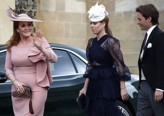Sarah, Duchess of York (L) waves as she arrives with Britain's Princess Beatrice of York (C) and Edoardo Mapelli Mozzi at St George's Chapel in Windsor Castle, Windsor, west of London, on May 18, 2019, to attend the wedding of Lady Gabriella Windsor to Thomas Kingston