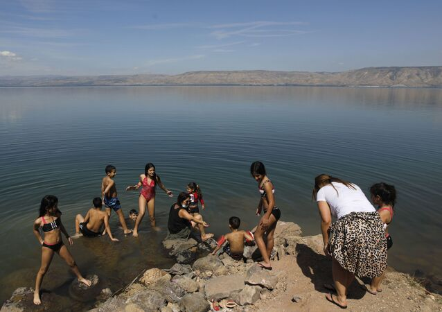 sraelis visit the Sea of Galilee known in Hebrew as the Kinneret in northern Israel on May 4, 2020 amid the coronavirus Covid-19 pandemic. - Sea of Galilee Israel's main source of freshwater reached the highest water level since 1992 following heavy rains in the past year winter