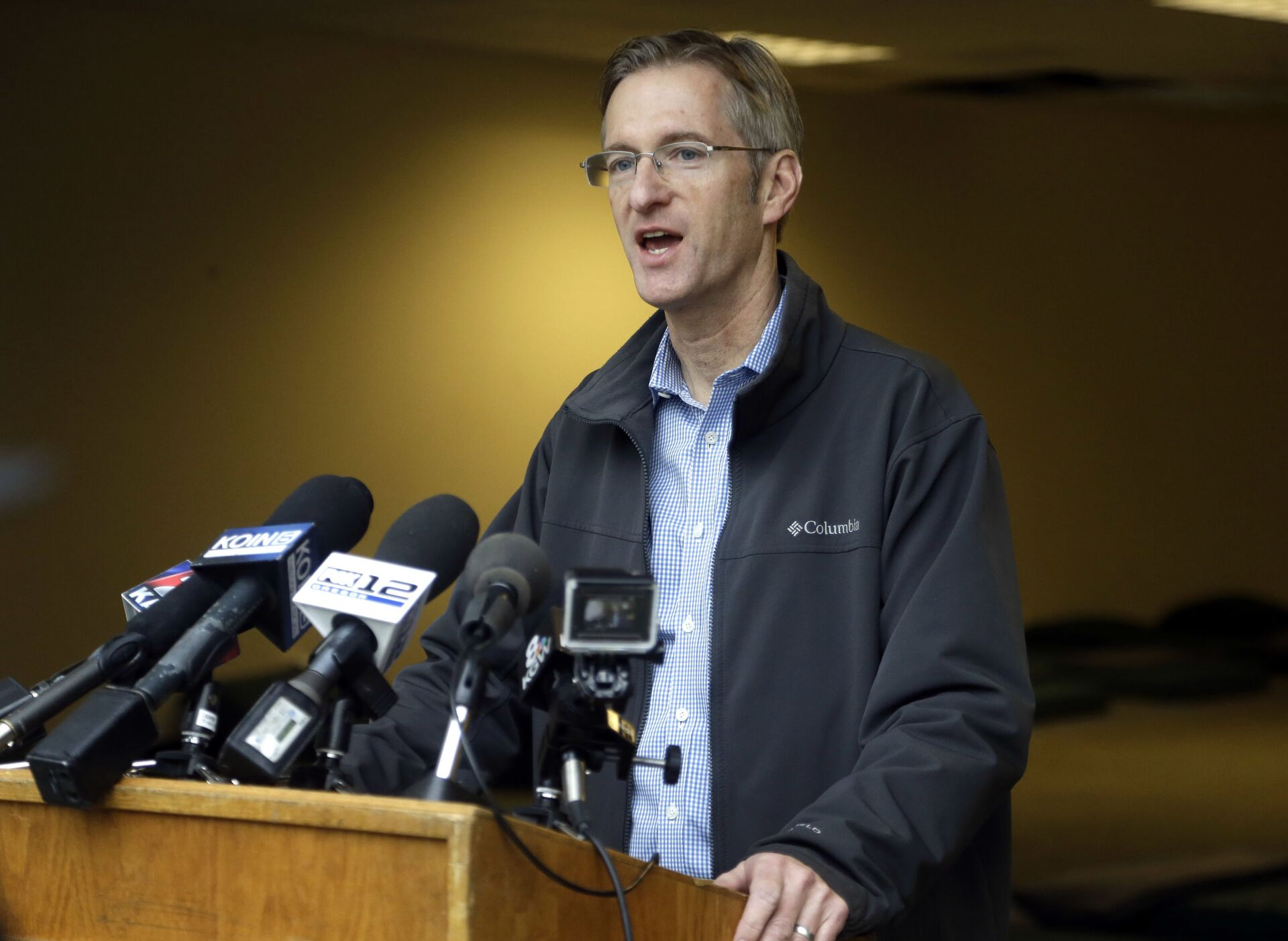 In this Jan. 17, 2017, file photo, Portland Mayor Ted Wheeler speaks during a press conference in Portland, Ore. A Portland man is suing the city and Wheeler, claiming the mayor's office has improperly kept secret records about a homeless shelter project.  - Sputnik International, 1920, 07.09.2021