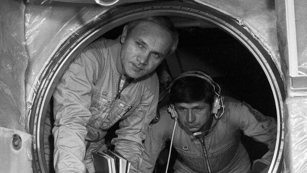 Cosmonauts Vladimir Dzhanibekov and Viktor Savinykh - Sputnik International