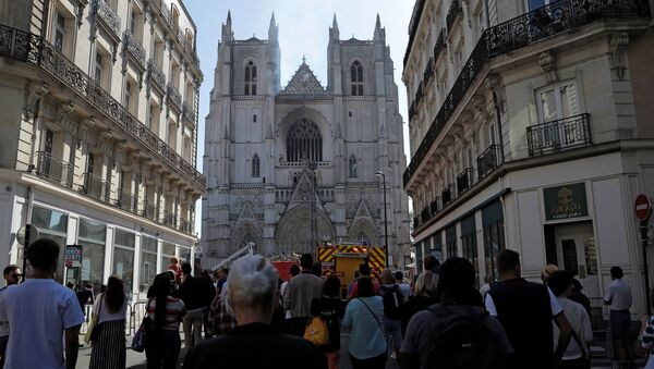 Onlookers gather at the scene of a fire at the Cathedral of Saint Pierre and Saint Paul in Nantes, France, July 18, 2020. - Sputnik International