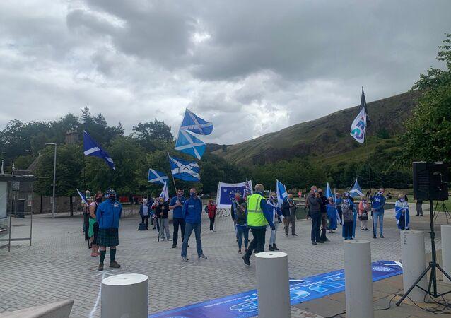 Independence demonstrators enforce social distancing regulations in Parliament Square, Edinburgh