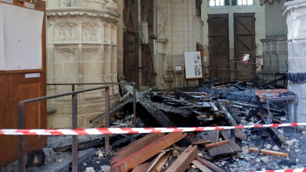 Debris inside the Cathedral of Saint Pierre and Saint Paul in Nantes - Sputnik International
