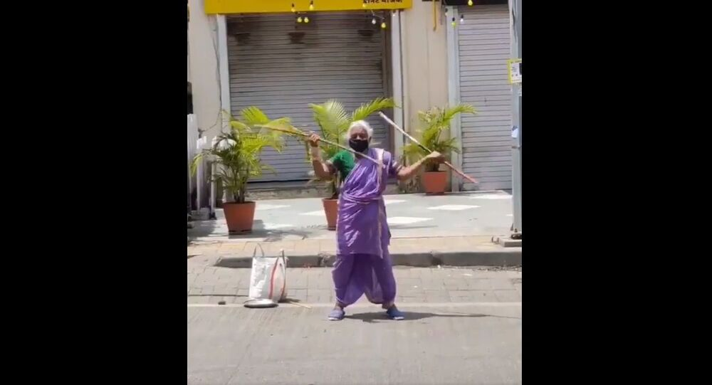 This Mataji From Pune Is 75Years Old, She Shows Her Lathi Skills On The Roads Of Pune For Her Survival