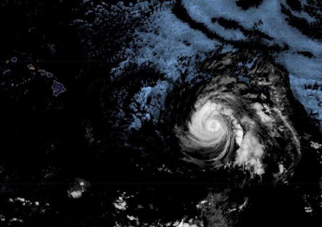Hurricane Douglas on course for Hawaii