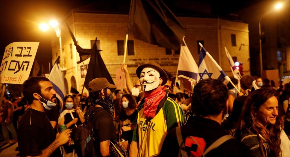 Israelis protest against Israeli Prime Minister Benjamin Netanyahu's alleged corruption and his government's handling of the coronavirus disease (COVID-19) crisis, near his residence in Jerusalem July 25, 2020.