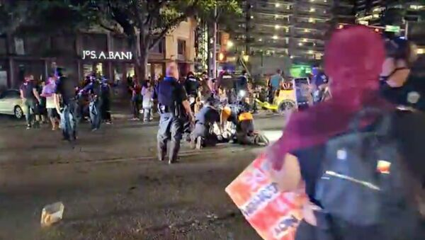 Police and protesters gather around a demonstrator who got shot after several shots were fired during a Black Lives Matter protest in downtown Austin, Texas, U.S., July 25, 2020 in this screen grab obtained from a social media video. - Sputnik International