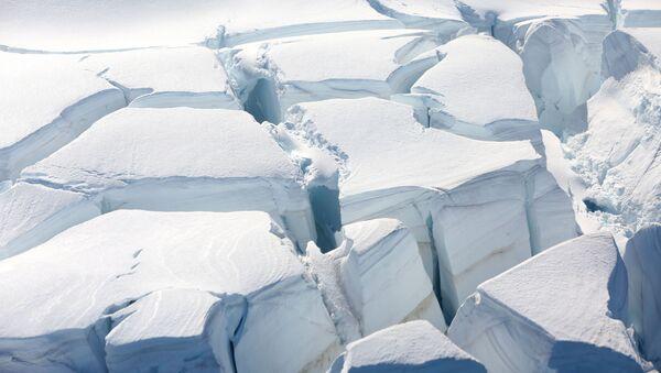 A glacier is seen in Half Moon Bay, Antarctica, February 18, 2018 - Sputnik International