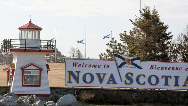 Nova Scotia flags are lowered on the New Brunswick/Nova Scotia border a day after a mass shooting by Gabriel Wortman, in Fort Lawrence, Canada April 20, 2020.  - Sputnik International