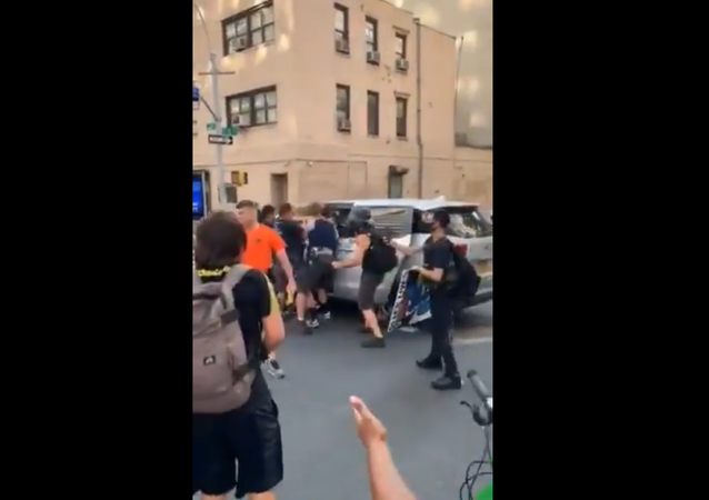 NYC is taking after Portland - a trans femme protestor was pulled into an unmarked van at the Abolition Park protest - this was at 2nd Ave and 25th Street