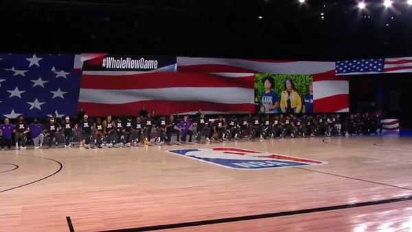 Screenshot of the video showing NBA players kneeling in solidarity with Black Lives Matter movement - Sputnik International