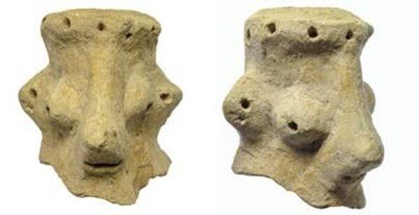 Figurines allegedly depicting the face of the Hebrew God. - Sputnik International