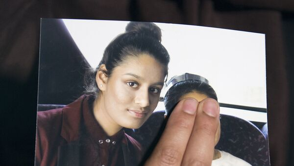 In this file photo taken on February 22, 2015 Renu, eldest sister of missing British girl Shamima Begum, holds a picture of her sister while being interviewed by the media in central London, on February 22, 2015 - Sputnik International