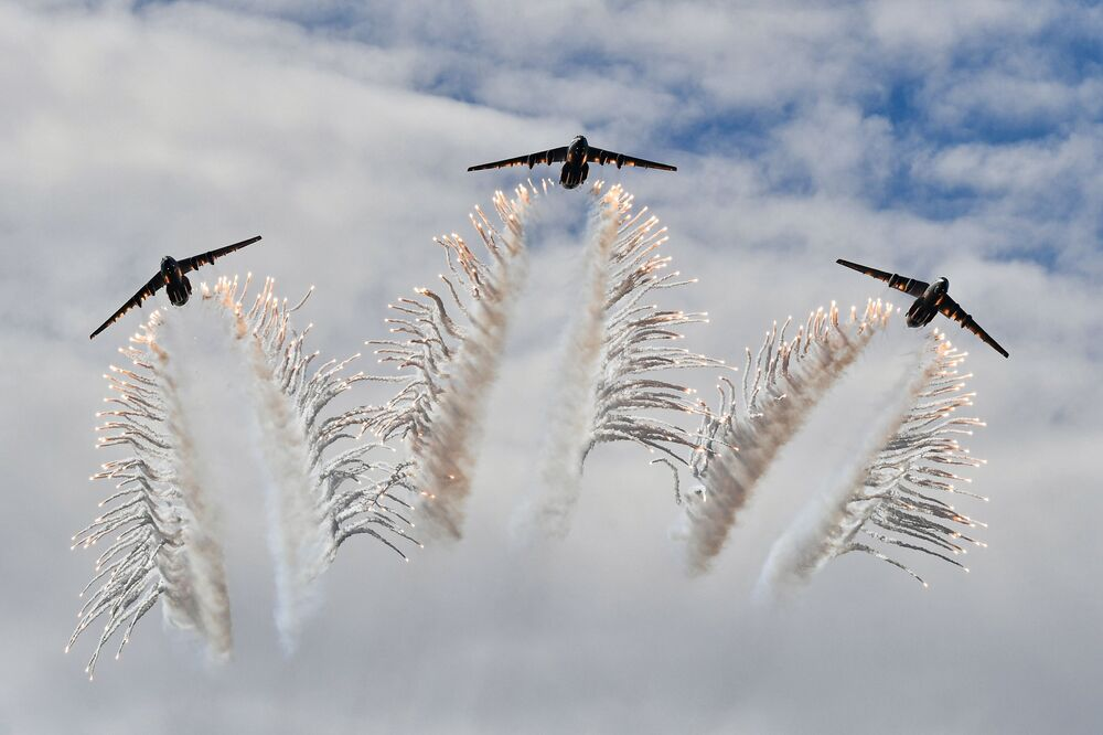 Demonstration flights of the Il-76 MD military transport aircraft of the Russian Aerospace Forces at the military sports festival in honour of the Airborne Forces Day at the Alabino training ground.