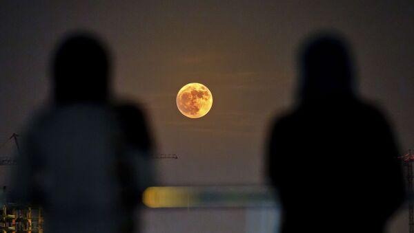 Two Iranian women watch the moon rising over Tehran in Iran (File) - Sputnik International