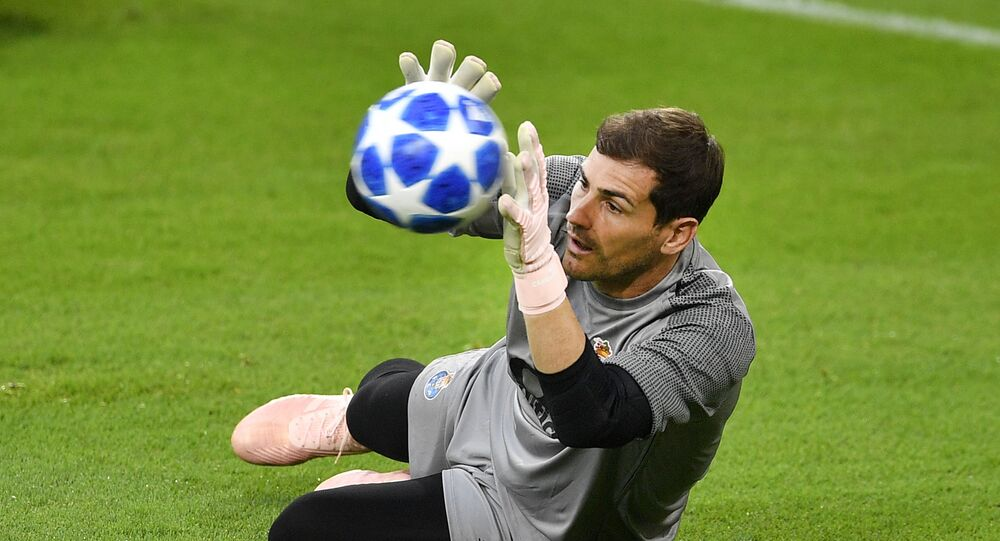 Porto goalkeeper Iker Casillas exercises during a training session prior to the Champions League group D soccer match between FC Schalke 04 and FC Porto in Gelsenkirchen, Germany, Monday, 17 September 2018