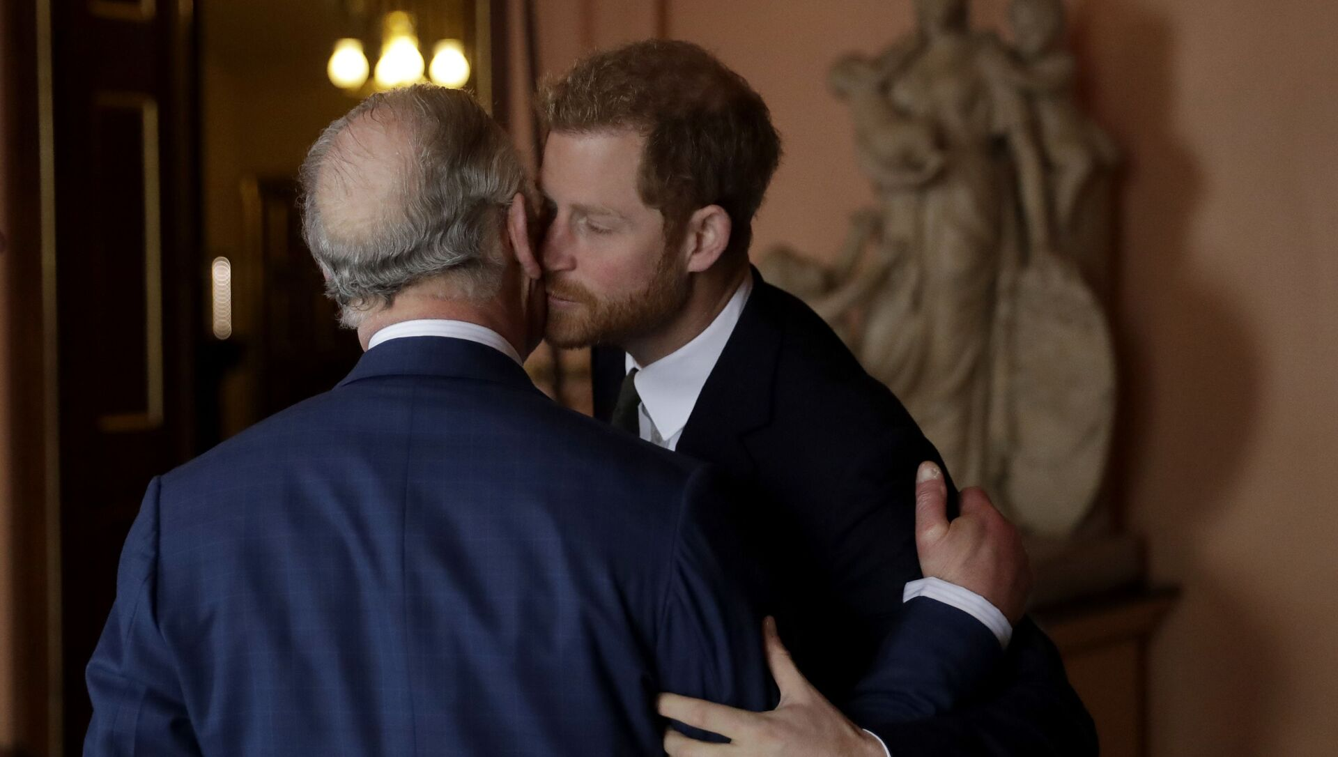 Britain's Prince Harry kisses and greets his father Prince Charles upon their separate arrival to attend a coral reef health and resilience meeting with speeches and a reception with delegates at Fishmongers Hall in London, 14 February 2018 - Sputnik International, 1920, 24.06.2021