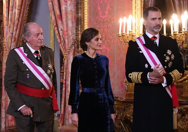 Waiting to welcome guests, with right to left, are Spain's King Felipe, his wife Queen Letizia and King Juan Carlos stand during the annual Epiphany Day celebration at the Royal Palace in Madrid, Spain, 6 January 2018