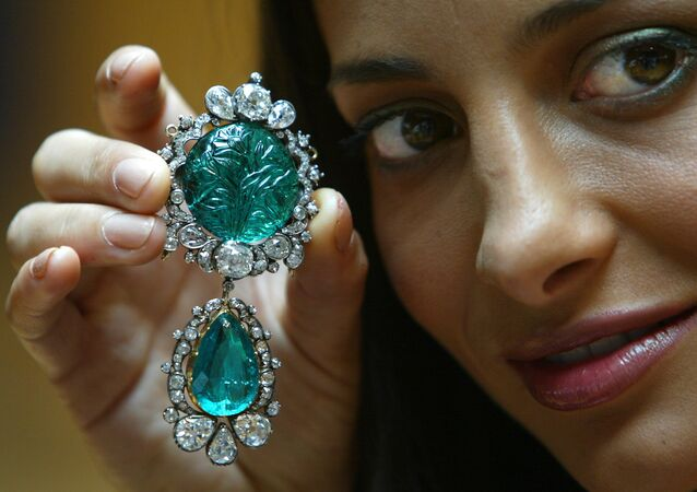 Actress Zehra Naqvi models, Clive of India's historic emerald at Christie's auction house in London 16 July 2003. Carved with Mughal carvings and set among diamonds the emerald previously owned by Robert Clive of India, governor of Bengal and founder of British India will be put up for sale later in the month and is expected tp fetch some 850 000 pounds (1,2 million euros)