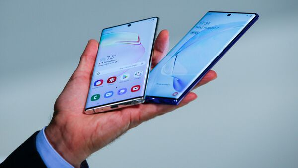People test new devices during the launch event of the Samsung Galaxy Note 10 at the Barclays Center in Brooklyn, New York, U.S., August 7, 2019. - Sputnik International