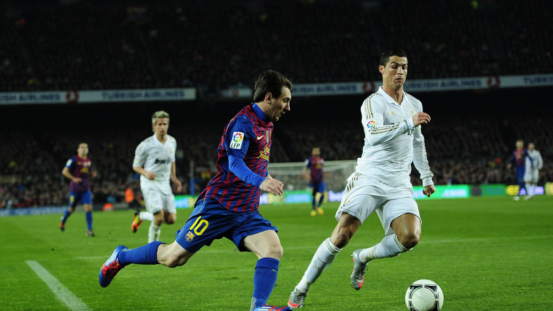 FC Barcelona's Lionel Messi, from Argentina, left, duels for the ball against Real Madrid's Cristiano Ronaldo, from Portugal, during their quarterfinal, second leg, Copa del Rey soccer match at the Camp Nou stadium, in Barcelona, Spain, Wednesday, Jan. 25, 2012 - Sputnik International, 1920, 14.09.2021