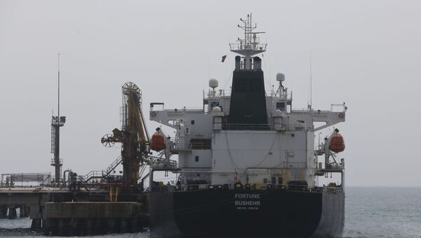 Iranian oil tanker Fortune is anchored at the dock of the El Palito refinery near Puerto Cabello, Venezuela, Monday, 25 May 2020 - Sputnik International