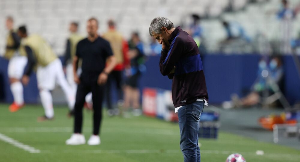 Soccer Football - Champions League - Quarter Final - FC Barcelona v Bayern Munich - Estadio da Luz, Lisbon, Portugal - August 14, 2020  Barcelona coach Quique Setien looks dejected, as play resumes behind closed doors following the outbreak of the coronavirus disease (COVID-19)