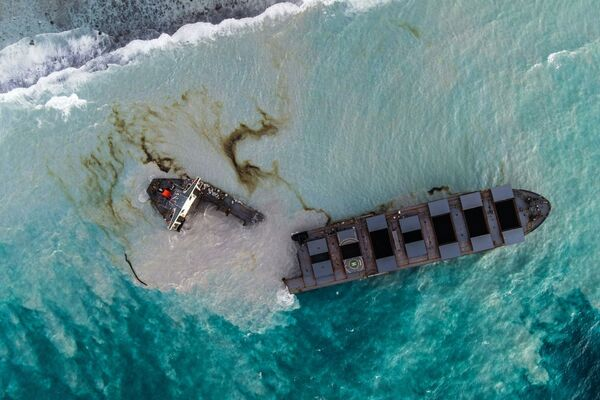 This aerial picture taken on 16 August 2020, shows the bulk carrier MV Wakashio that ran aground and broke into two parts near Blue Bay Marine Park, Mauritius. - Sputnik International