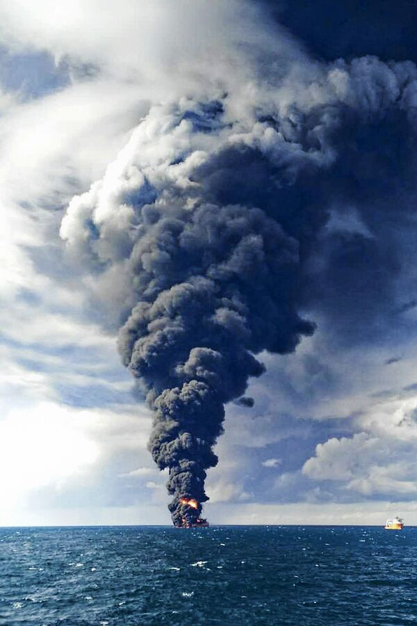 This photo taken on 14 January 2018 and provided by China's Ministry of Transport, shows smoke and fumes from the burning Iranian oil tanker Sanchi in the East China Sea off the eastern coast of China. - Sputnik International