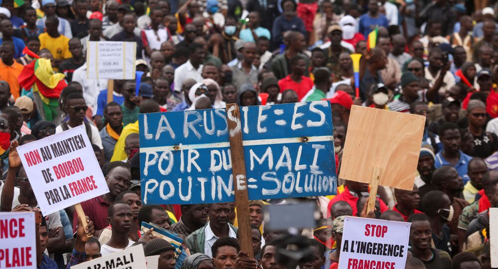 Supporters of the Imam Mahmoud Dicko and other opposition political parties attend a mass protest demanding the resignation of Mali's President Ibrahim Boubacar Keita in Bamako, Mali August 11, 2020.